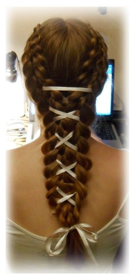 Braid with white lace | Renaissance hairstyles, Medieval ...