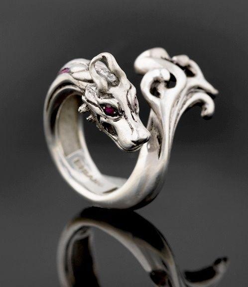 Drachen Ring. Ich will. Das ist großartig. von elvia