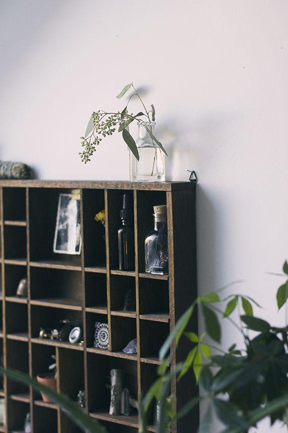 Home Décor Inspiration: Vintage Display Shelf