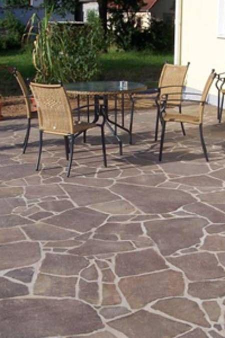 Terrassenplatten Verlegen Schritt Fur Schritt Anleitung Mit Bildern Terrassenplatten Naturstein Terrasse Terrassenfliesen