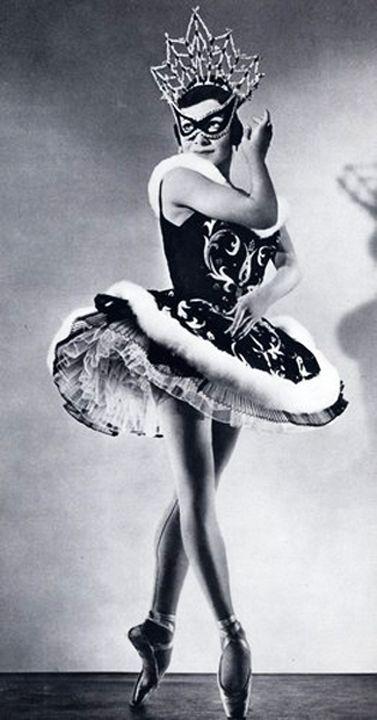 Ballet con máscara.
