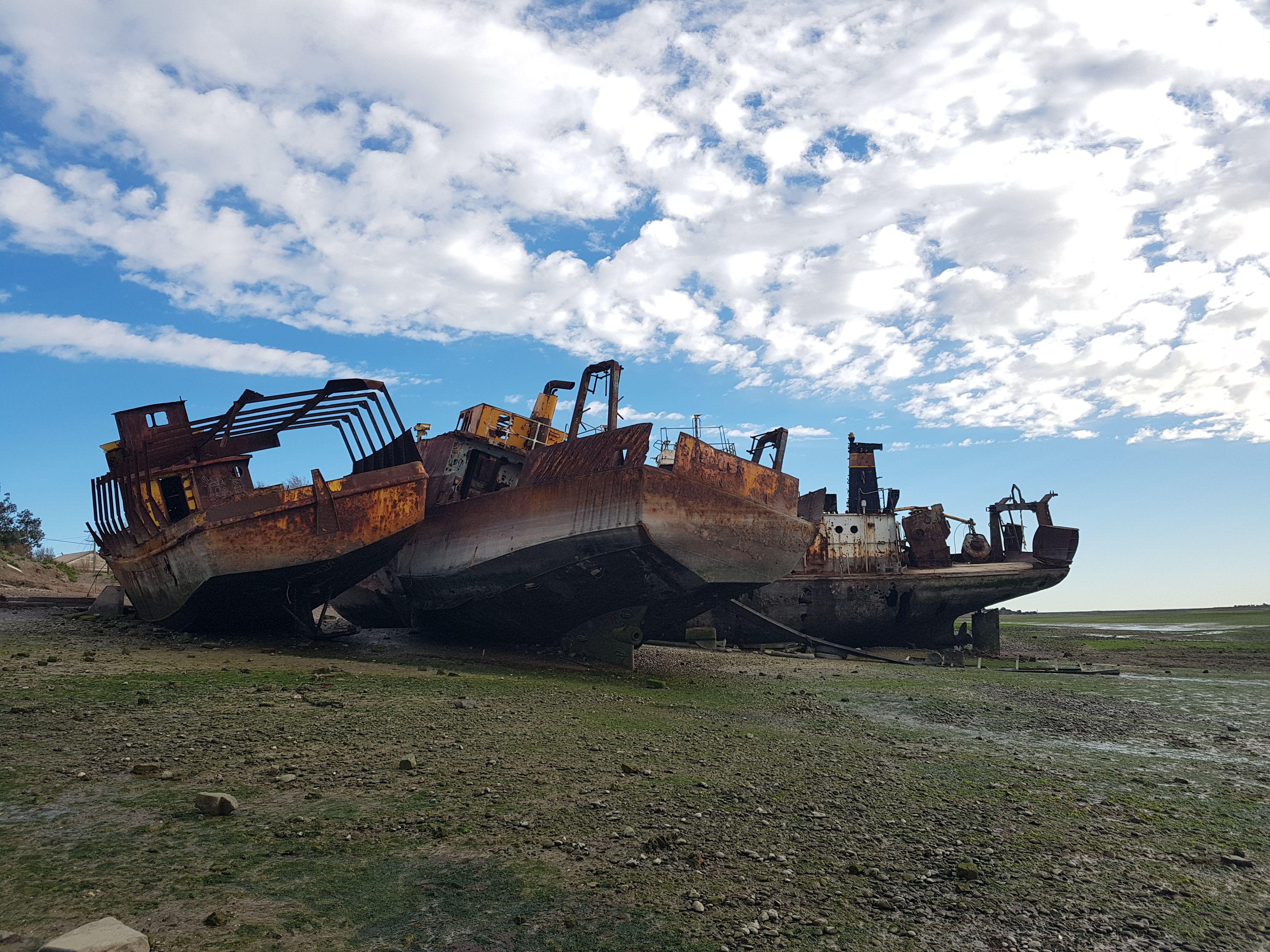 Abandoned ships in the cemetery of boats of the port of San Antonio Oeste, Rio Negro, Argentina. ''' Barcos abandonados en el cementerio de barcos del puerto de San Antonio Oeste, Rio Negro, Argentina.