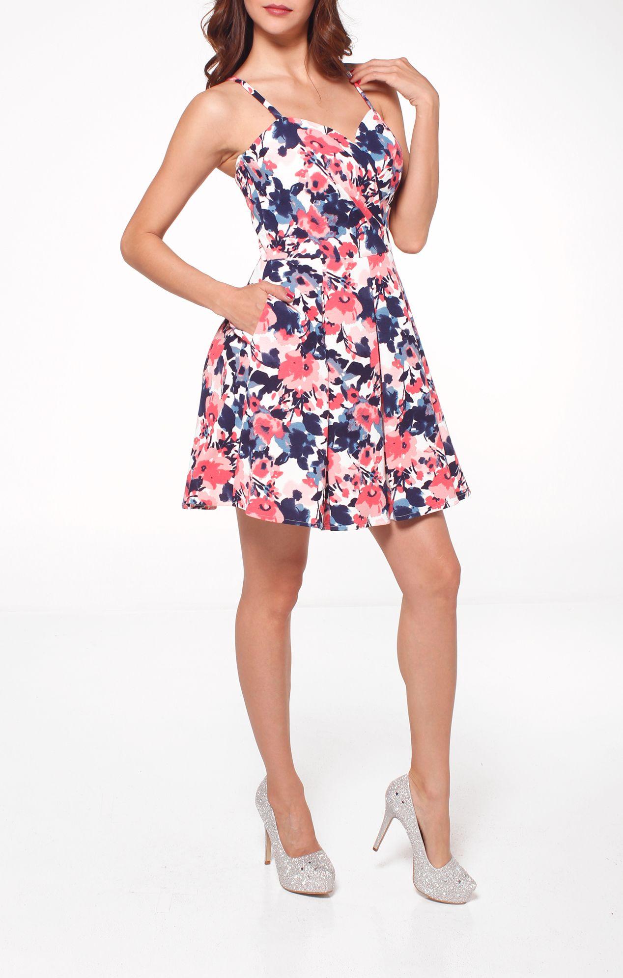 8238046e54 VESTIDO CORTO ESTAMPADO EN FLORES. Vestido corto con estampado en flores  rosas