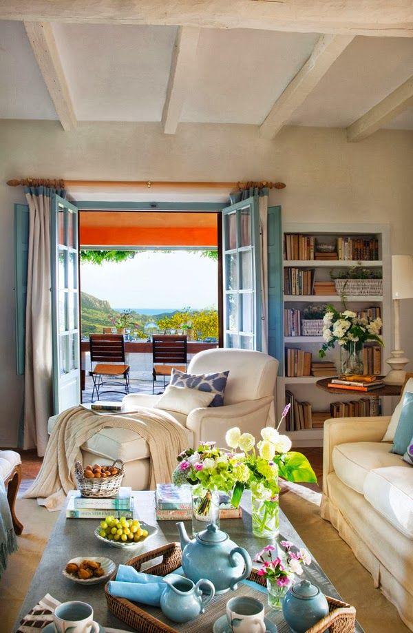 Home tour: uma casa arejada com pitadas de turquesa