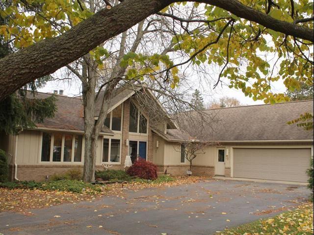Home For Sale 4500 Walnut Hill Ct Adrian Mi 49221 Fenced In Yard