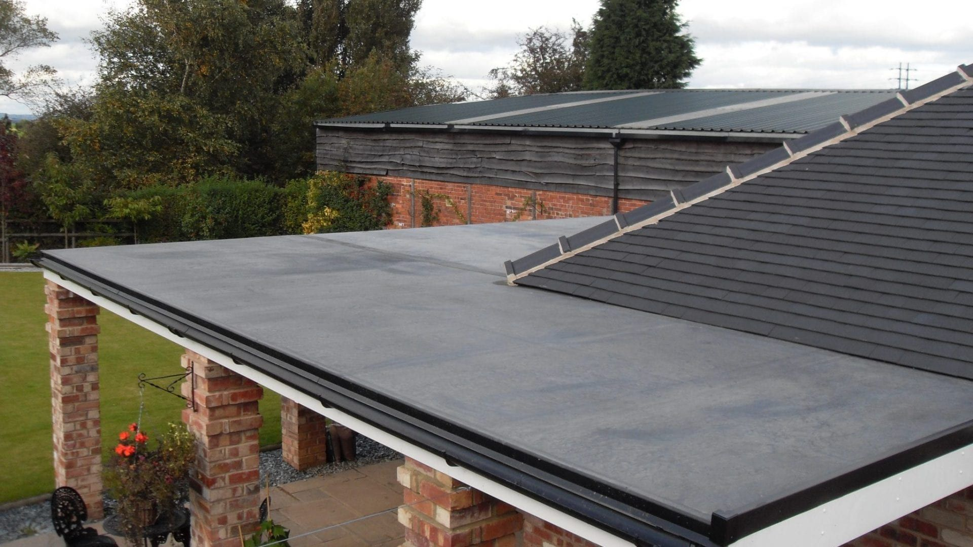 Edpm Firestone Rubber Roof Replacement From Cotswold Roofing In Oxford In 2020 Rubber Flat Roof Flat Roof Epdm Flat Roof