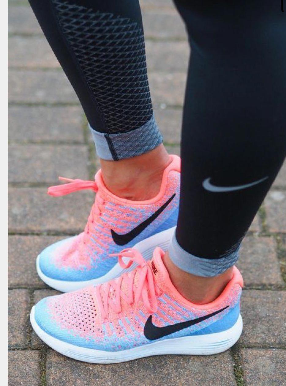 best nike womens tennis shoes