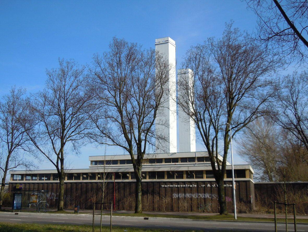 Esmoreitdreef 2 - hulpwarmtecentrale 'ir. A.J. Mijnlief' uit 1968-1970 in twee fasen, in opdracht van de vm Pegus nu NUON, stadsverwarming Utrecht wijk Overvecht; vernoemd naar de architect.