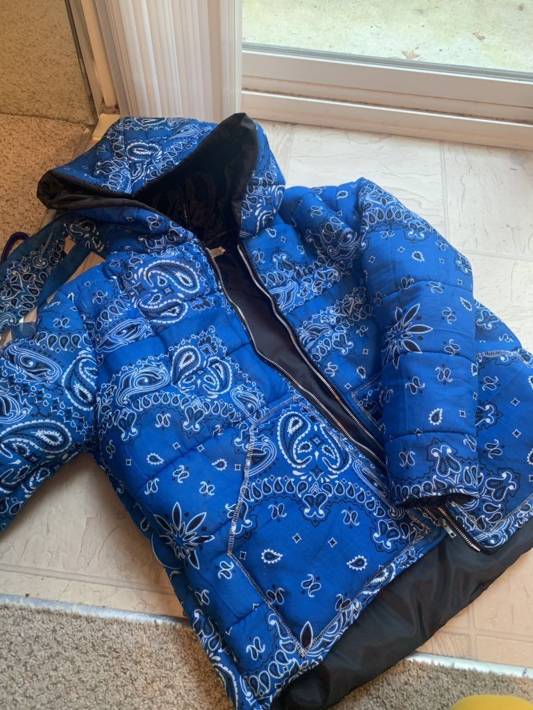 Pin By Sasha On Fits Puffer Jackets Bandana Outfit Gang Clothes [ 1024 x 768 Pixel ]