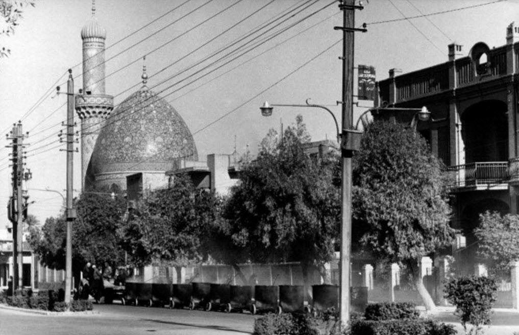 بغداد الكرخ جامع الشاوي شيده الحاج أحمد مظهر الشاوي عام 1954 ويقع في منطقة كرادة مريم قرب جسر الأحرار على نهرضفاف دجلة صورة Baghdad Photo Taj Mahal