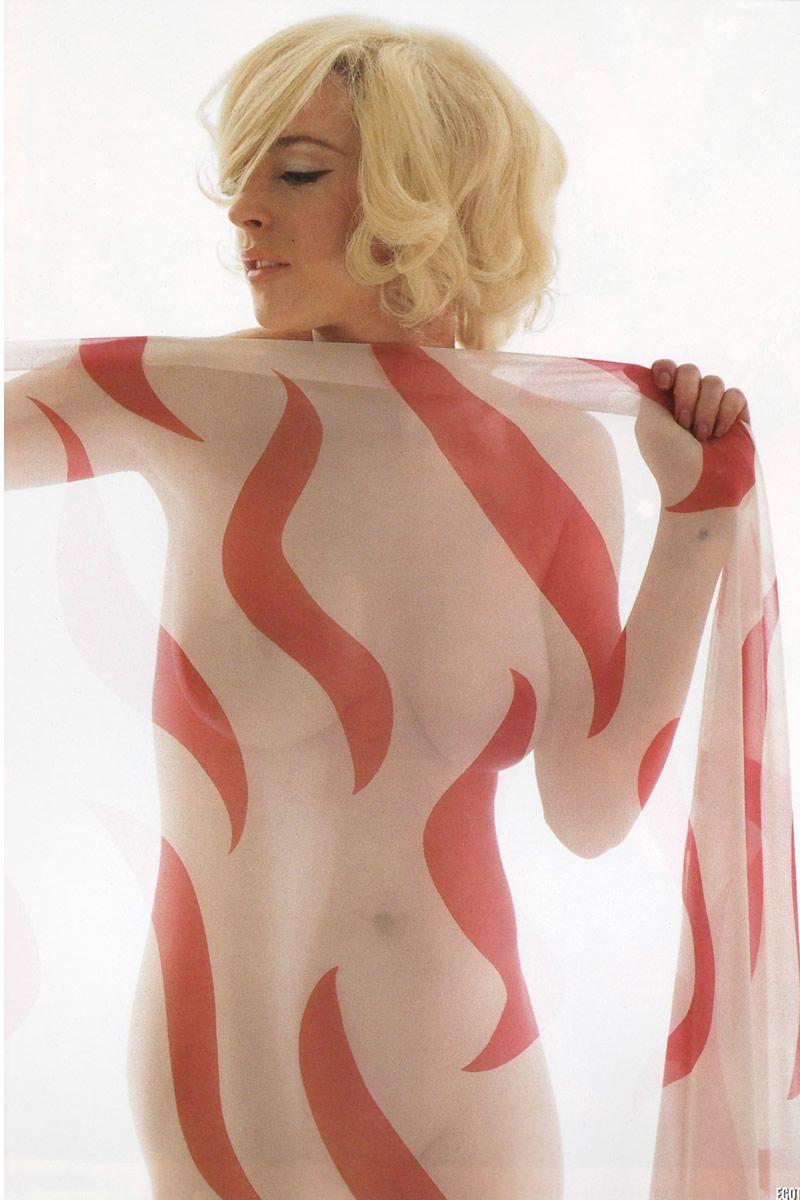 Lindsay lohan nude photo shoot pics