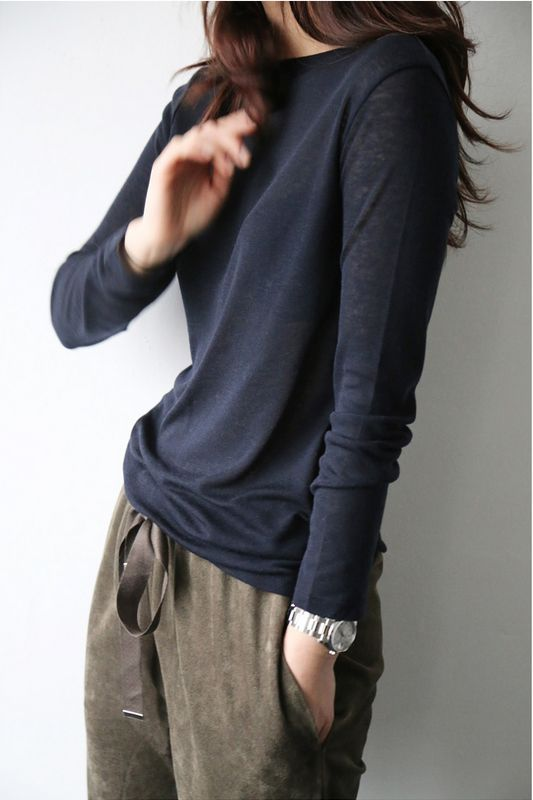 comfy outfit, long sleeved t-shirt, sweat pants