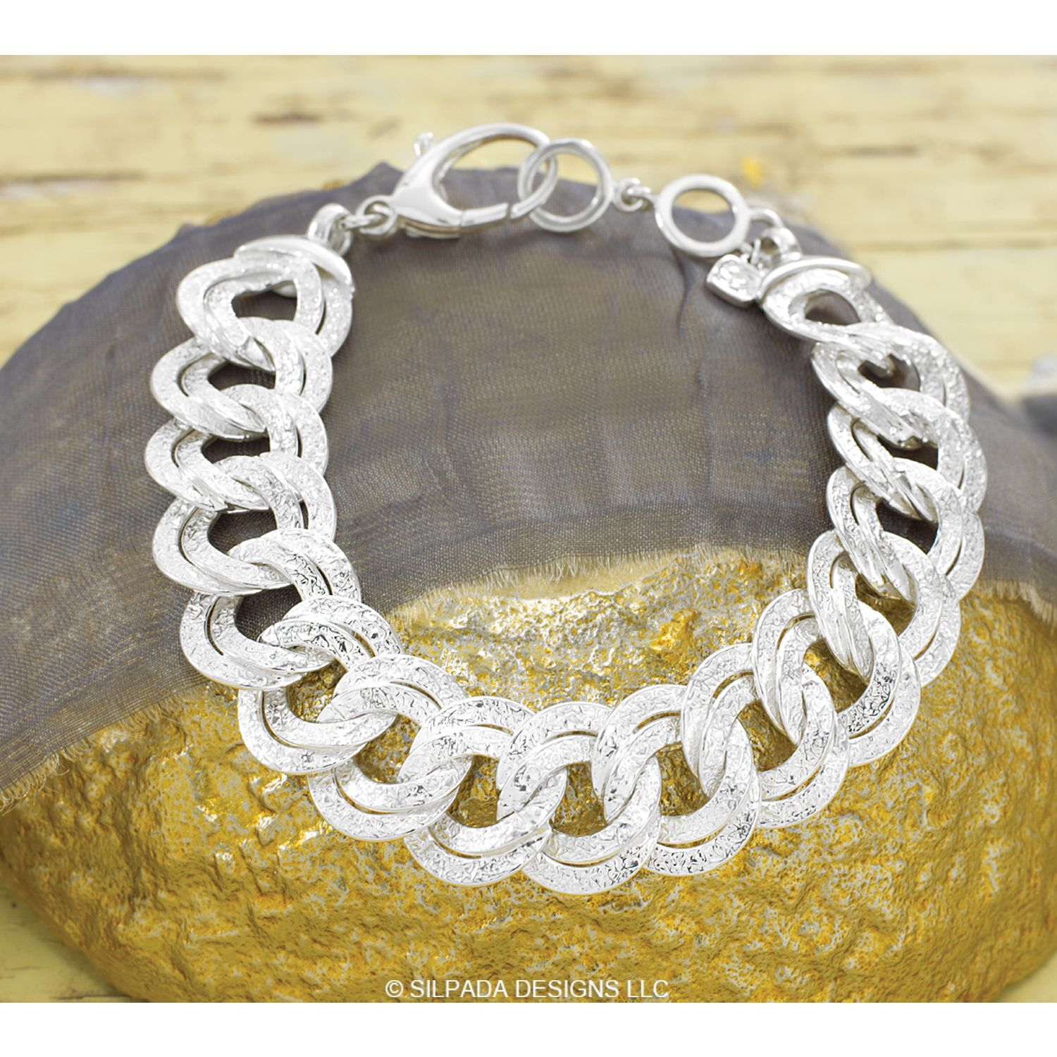 NEW Silpada Chicest Link Bracelet!  10% off until the end of September...  for Canada Shop at  mysilpada.ca/kimberley.dipenta