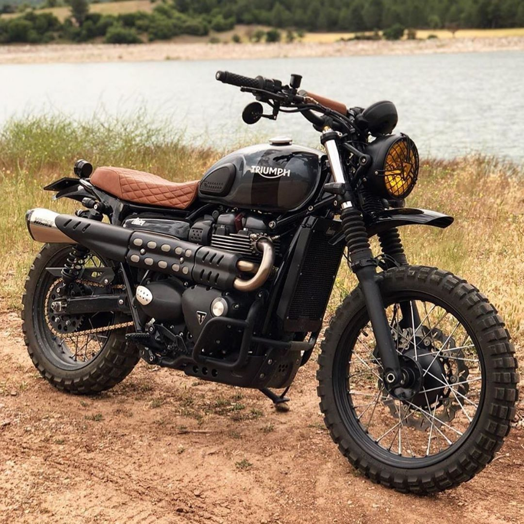 "CafeRacer.com on Instagram: ""Triumph Street Scrambler by @bunkercustomcycles ⁣⠀ Follow 👉@caferacerdotcom⠀ ⠀ #bikers #caferacerworld #caferacergram #caferacerdreams…"""