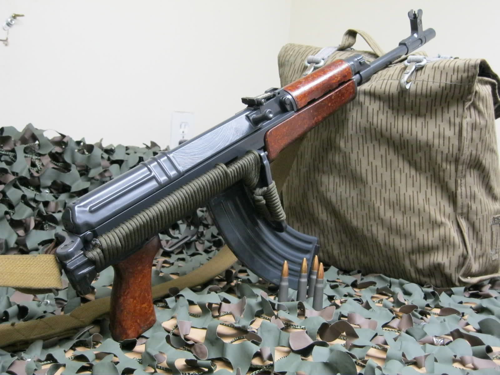VZ 58 with folding stock - paracord upgrade  | (Weapons) of the