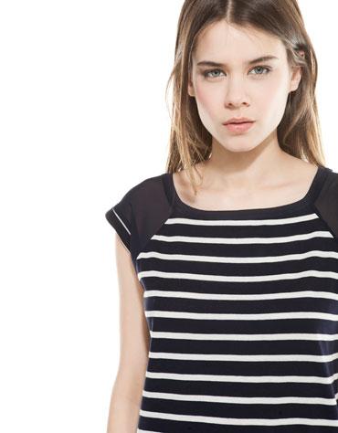 Rebaja en Camiseta BSK de rayas con detalle hombro para Dama.