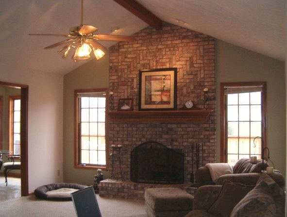 Red brick w neutral wallsonly we have black mortar P