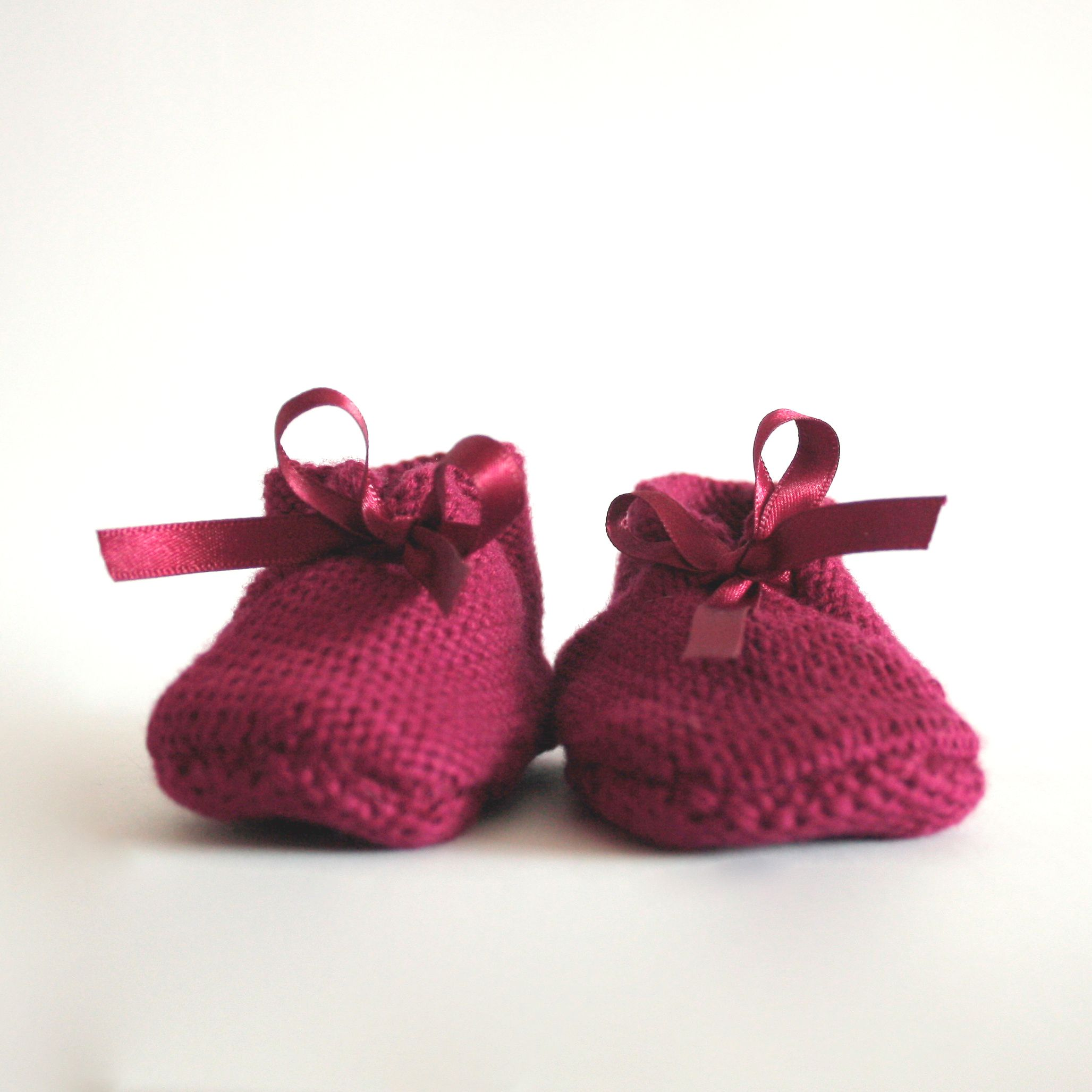WOLK Amsterdam Burgundy handmade knitted baby booties made of