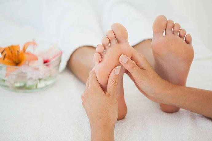 Riflessologia plantare: come funziona, benefici, mappa del piede e punti da massaggiare – greenMe