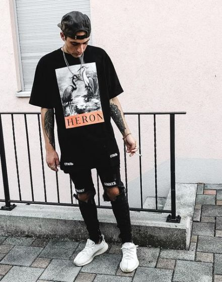 Sneakers outfit street styles jeans 32 ideas | Black jeans men, Streetwear outfit, Hypebeast outfit