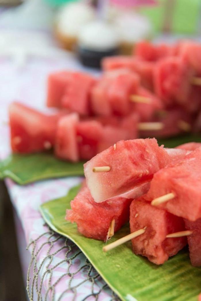 Espetinhos de melancias para Festa Havaiana. Delícia!