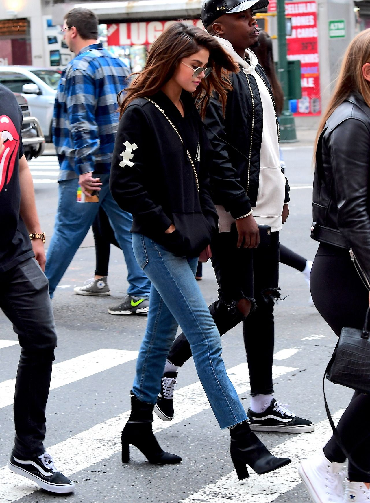 8f8a8b55aa2b2 June 4  Selena out in Times Square in New York City, NY   selena in ...