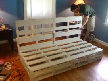 Pallet bed - futon idea for teen's room