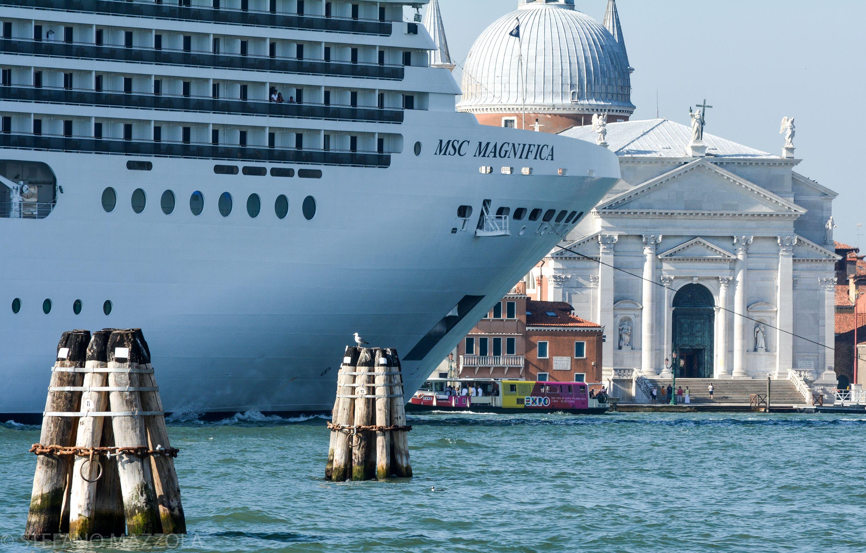 photo by Stefano Mazzola - Grande nave oscura chiesa del Redentore!!!!!!
