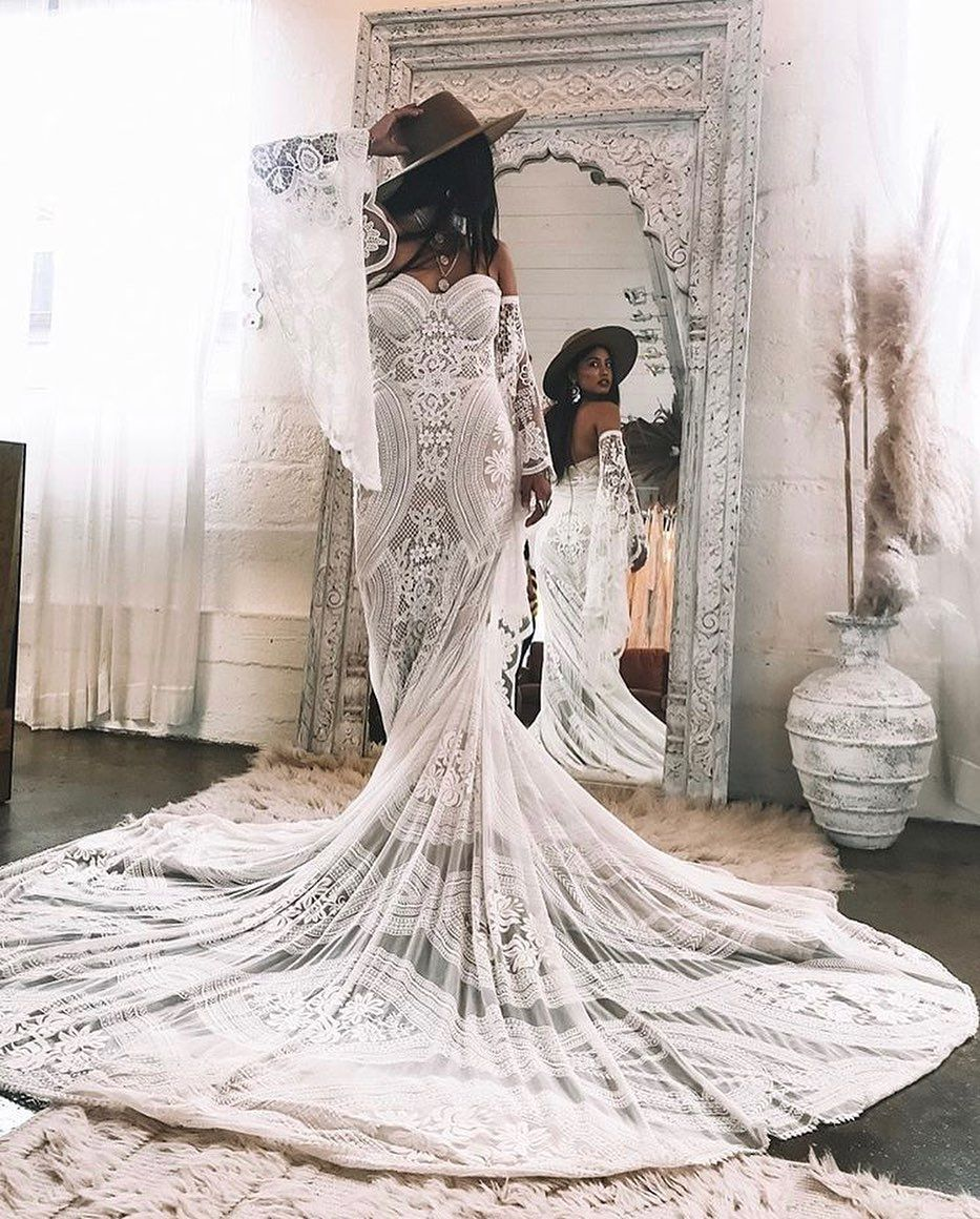 huge discount 4cce0 b05db This is so cool! Adara by @ruedeseinebridal - a boho Dream ...