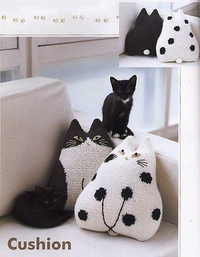 Un coussin chat au crochet ou au tricot, grille gratuite du net ...
