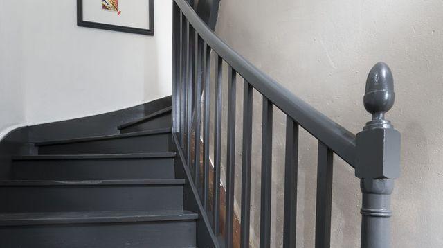 Repeindre un escalier pour le relooker  conseils et étapes à suivre - peindre sur peinture laquee