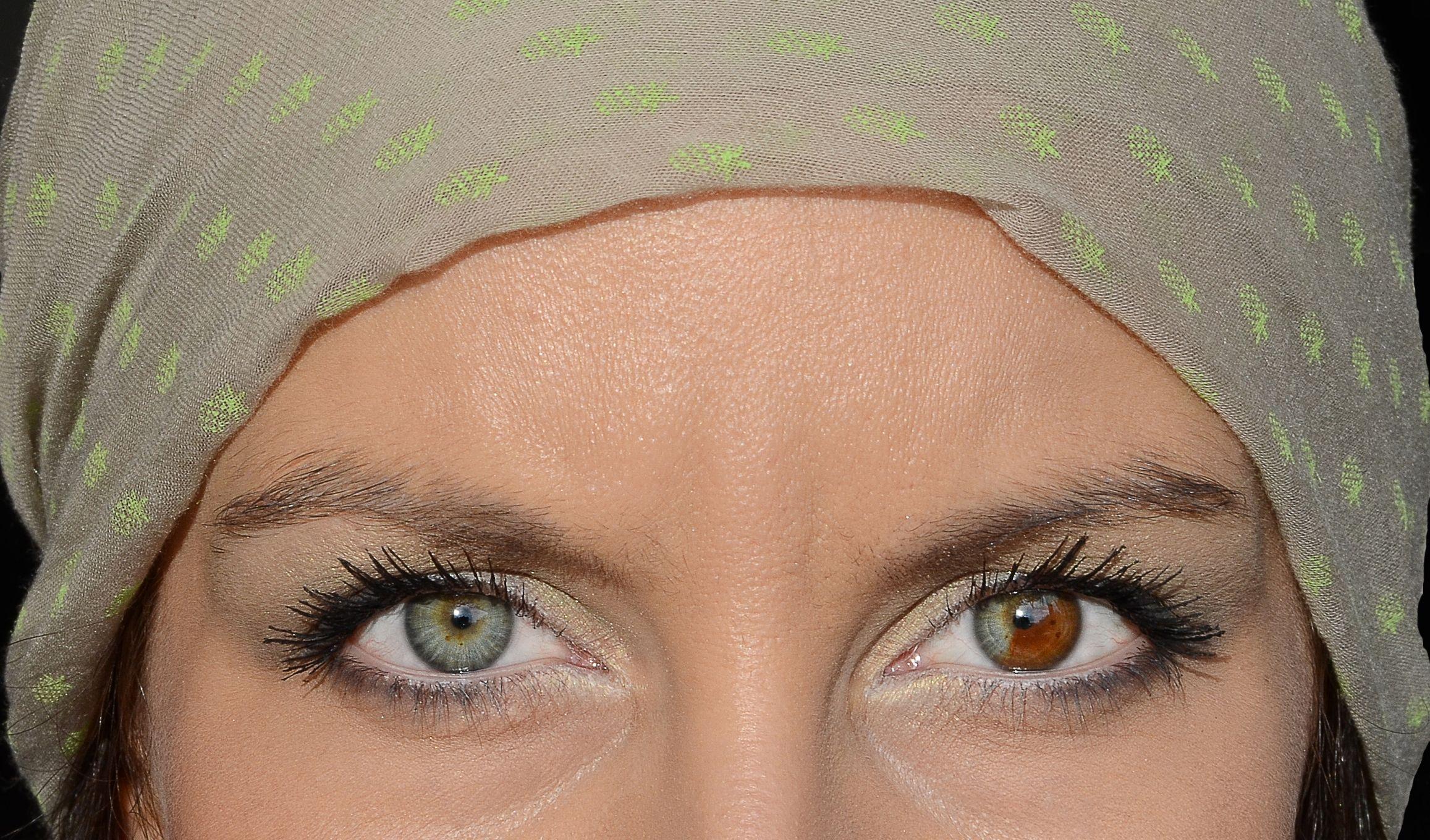 ароматное разные глаза на фотографиях всего героини