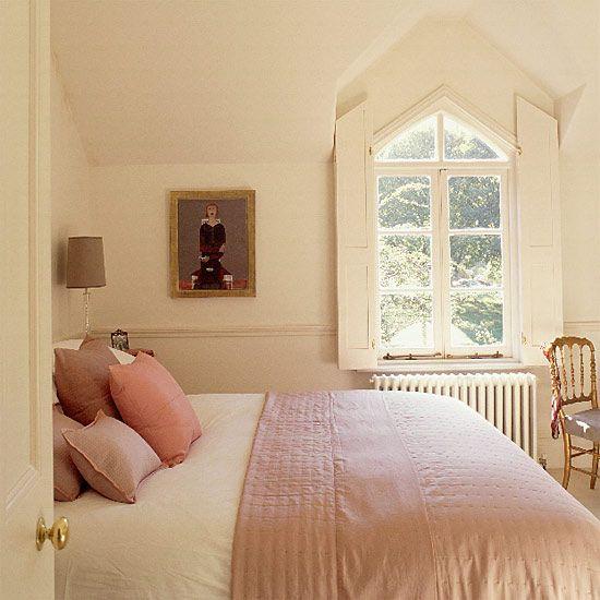 Chambre à coucher en rose et crème - Pink and cream bedroom Id-dar