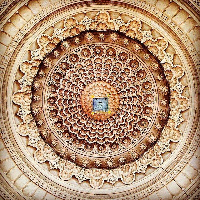 Location: Swaminarayan Temple, Gujarat  Photo  from @artistsagar  #unrealindia #uitravel #uigujarat