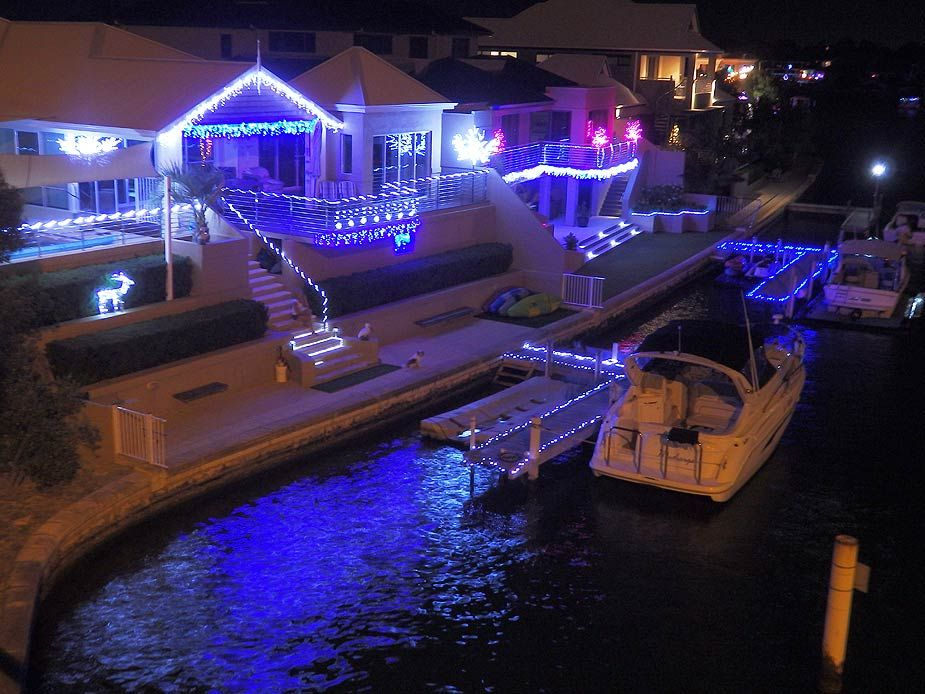 Mandurah S Magical Canal Christmas Lights At Genevieve Court Port Mandurah Holiday Rental Christmas And New Year Christmas Light Displays