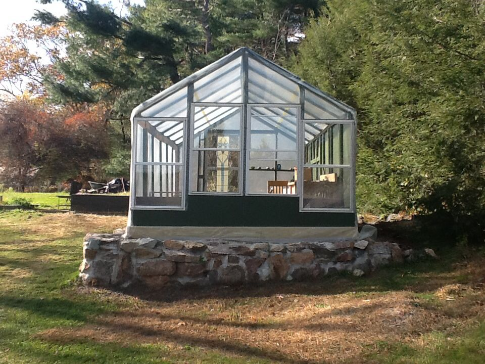 A Diy Transformed A Carport Into This Beautiful Greenhouse Front Made Of Old Windows Dream Garden Greenhouse Garden Ideas Diy Cheap