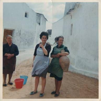 Foto de dos vecinas del pueblo de Belinchón (Cuenca) 1964