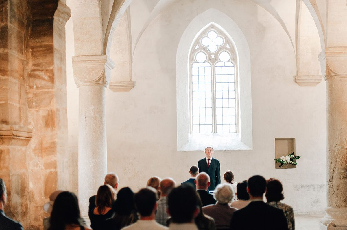 Simple & organic civil ceremony wedding in Bamberg, Germany // Wedding Styling & Floral Design by Blue & Ivory