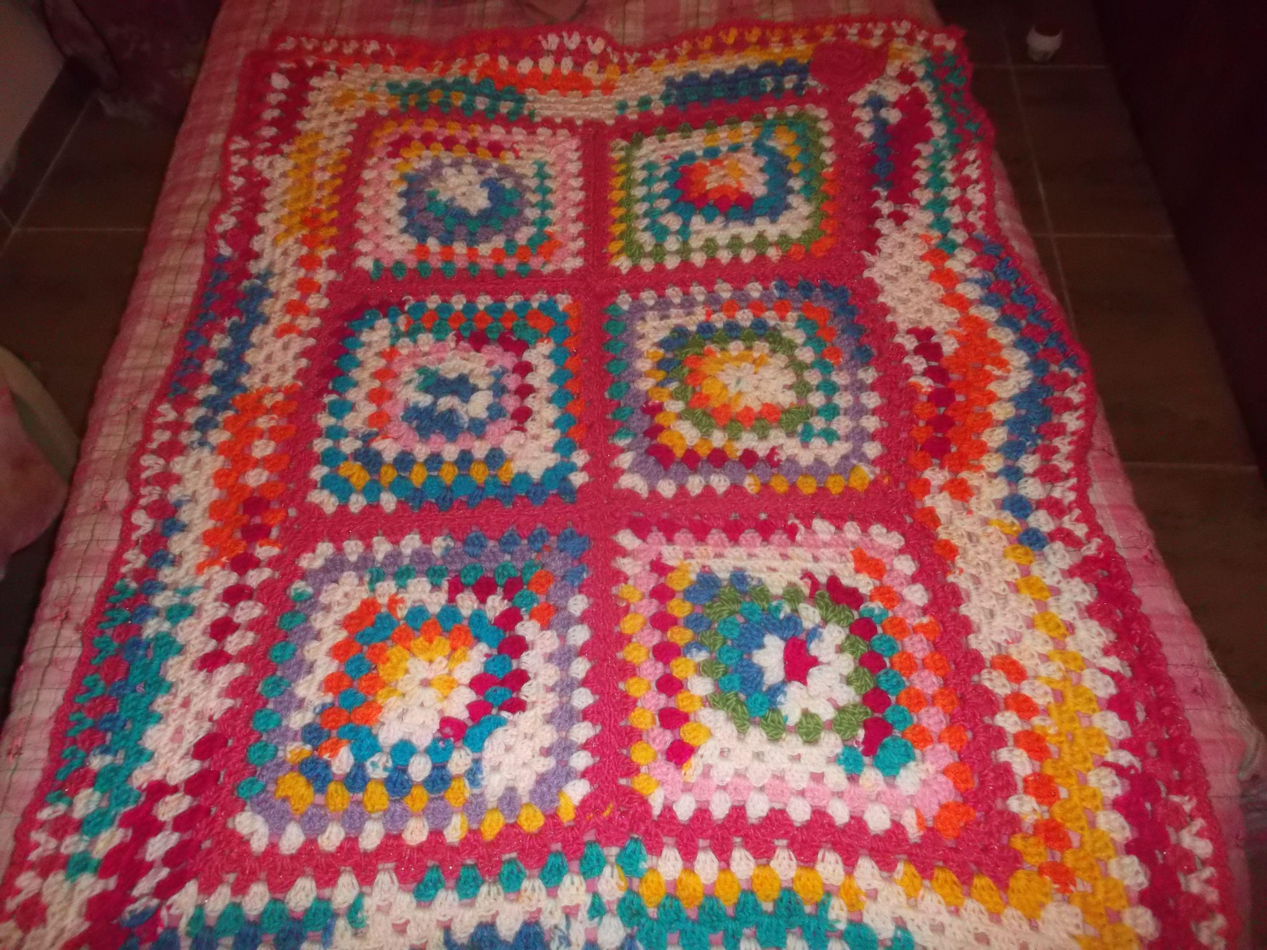 manta en crochet en lana sintetica gruesa, la lana es multicolor ...