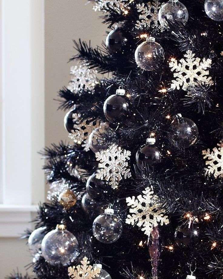 Albero Di Natale Nero.Albero Con Fiocchi Di Neve Jpg 736 920 Alberi Di Natale Neri Natale Viola Natale Nero