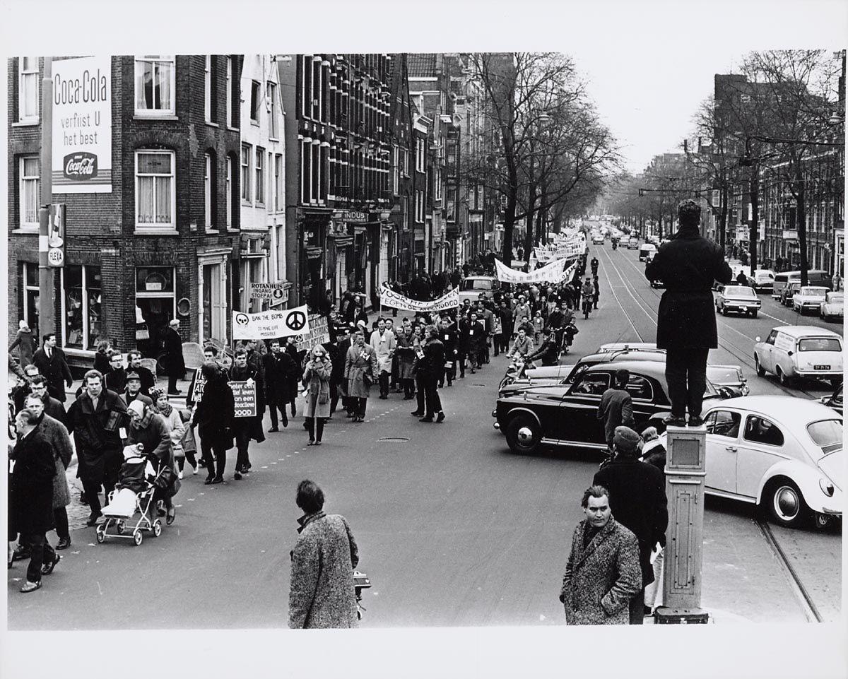 Demonstratie Tegen De Atoombom Op De Rozengracht 1964 Amsterdam