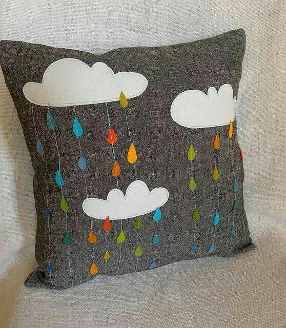 Cojin lluvia arcoiris. Mon Petit Monde Bcn