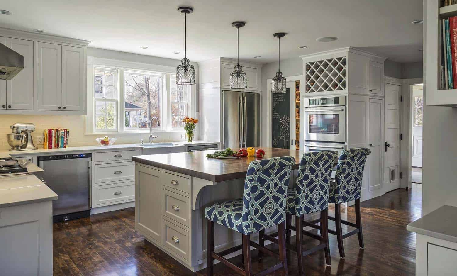 A Foursquare Farmhouse Gets A Beautiful Makeover In Massachusetts Kitchen Interior Shaker Style Cabinetry Kitchen Design