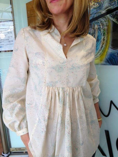 Lovely Georgia has just finished making this silk/cotton blend Light Fireworks blouse and it's a beauty! The pattern use...