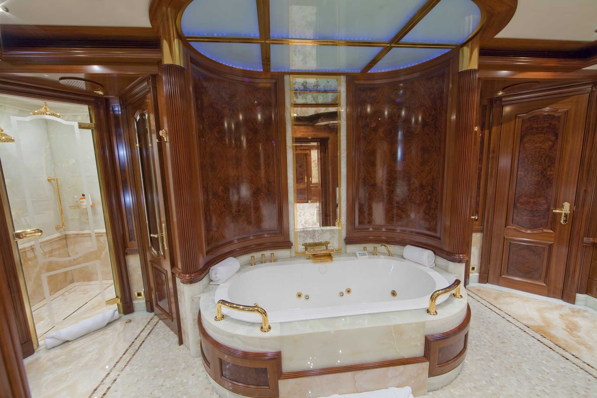 luxury bathrooms for the rich - Luxury Master Bathroom Suites