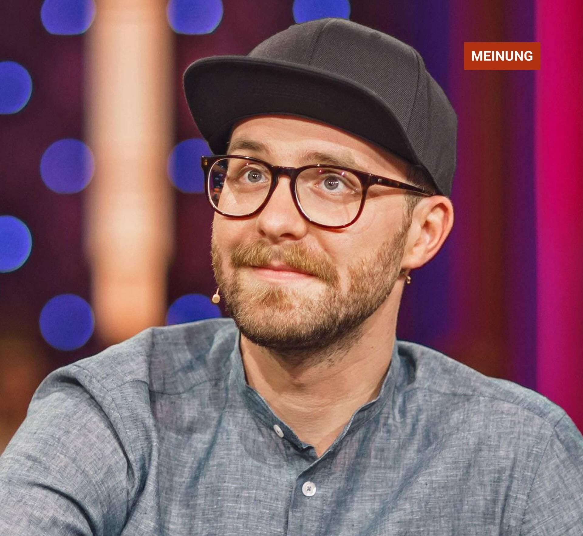 The Voice Of Germany 2018 Mark Forster Is Now Called Forrest Skirt Laughers Club Funny Jokes And Story Funny Jokes Forster Funny