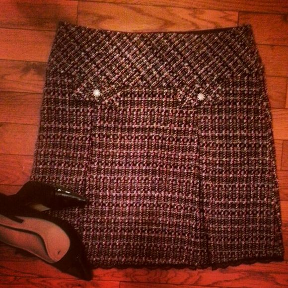 Classy tweed skirt Pearl buttons; lace hem at the bottom Skirts