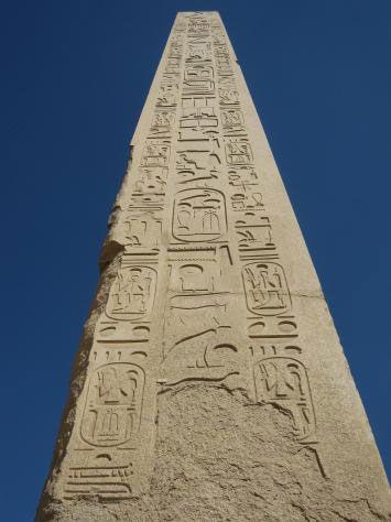 """Los obeliscos egipcios surgieron del culto predinástico a una gran piedra sagrada que se elevaba en el templo de Heliópolis, la """"Ciudad de..."""