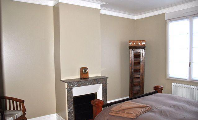 Poser un doublage acoustique sur les murs pour une isolation phonique