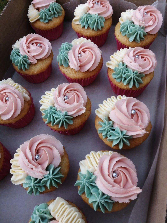 Pin by Yolanda johnson on Cupcakes Cupcake cake designs